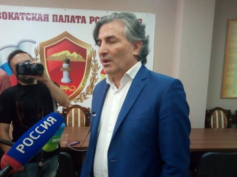 Эльман Пашаев лишен статуса адвоката на год