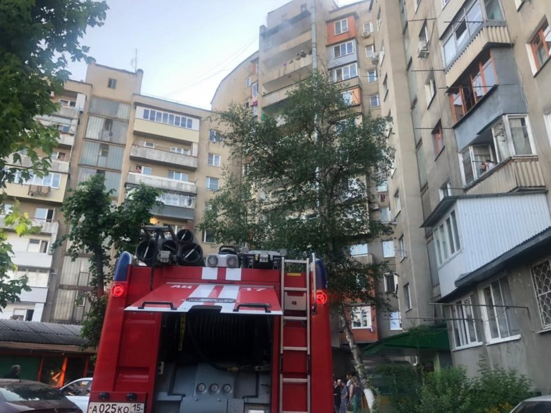 В многоэтажном жилом доме во Владикавказе произошел пожар