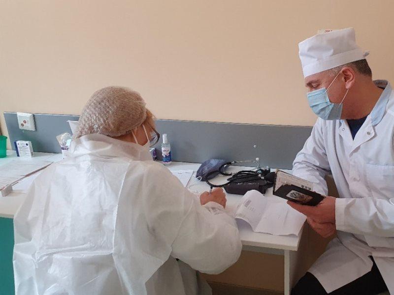 Персонал Центра фтизиопульмонологии проходит вакцинацию